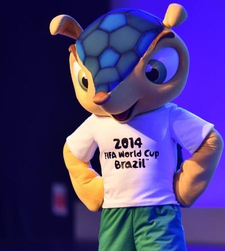 10.jun.2014 - Mascote Fuleco participa de Congresso da Fifa em São Paulo
