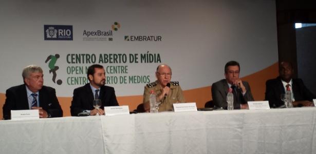 O General José Carlos de Nardi concedeu entrevista coletiva ao lado das autoridades de segurança
