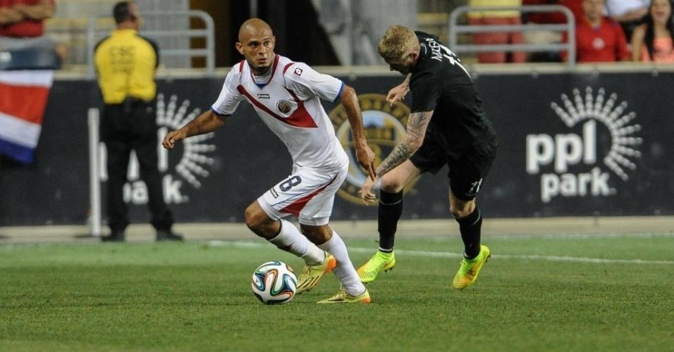 Heiner Mora, lateral direito da Costa Rica, se contundiu em treino e está fora da Copa