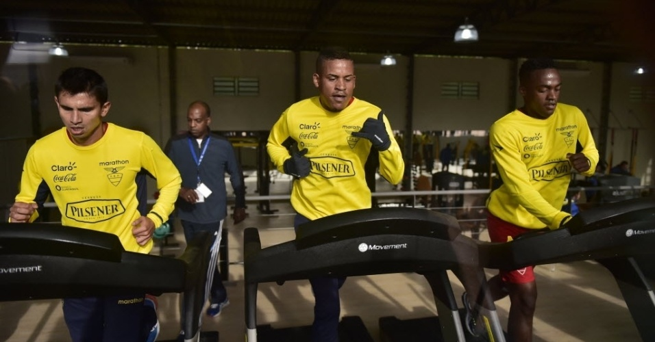 Jogadores do Equador, que chegaram ao Brasil na última segunda, fazem treino físico em Viamão-RS