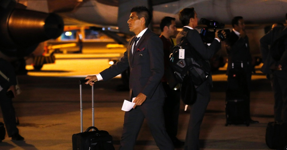 Johnny Acosta, da Costa Rica, desembarca no Aeroporto Internacional de Guarulhos para a Copa do Mundo