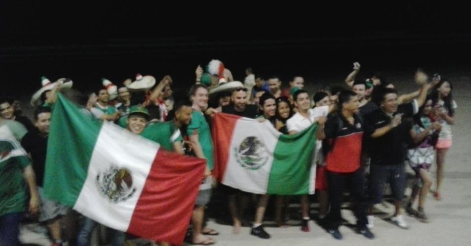 Mexicanos começam a ocupar cidade de Natal. Nesta terça, torcedores improvisaram festa na praia à noite. Seleção mexicana estreia no Mundial na sexta, contra Camarões, na Arena das Dunas