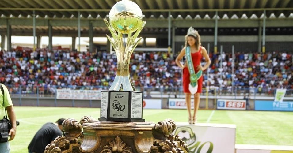 O maior torneio amador de futebol do Brasil, o Peladão de Manaus, é também um concurso de beleza. Cada time tem uma rainha. Pelo regulamento, se a musa avança na competição, ela pode levar sua equipe para uma  repescagem. O campeonato amador começa após a Copa do Mundo e deve usar a Arenas Amazonas na sua decisão