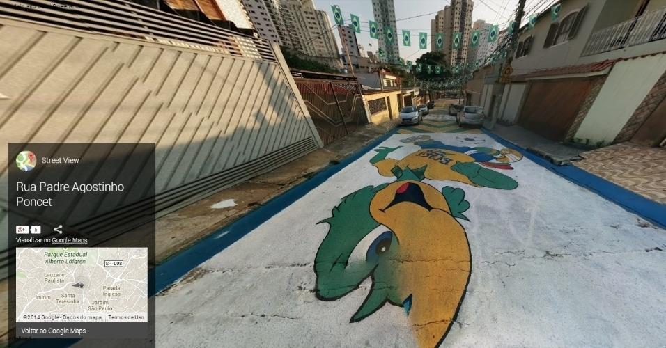 Personagem Zé Carioca no asfalto da rua Padre Agostinho Poncet, em São Paulo