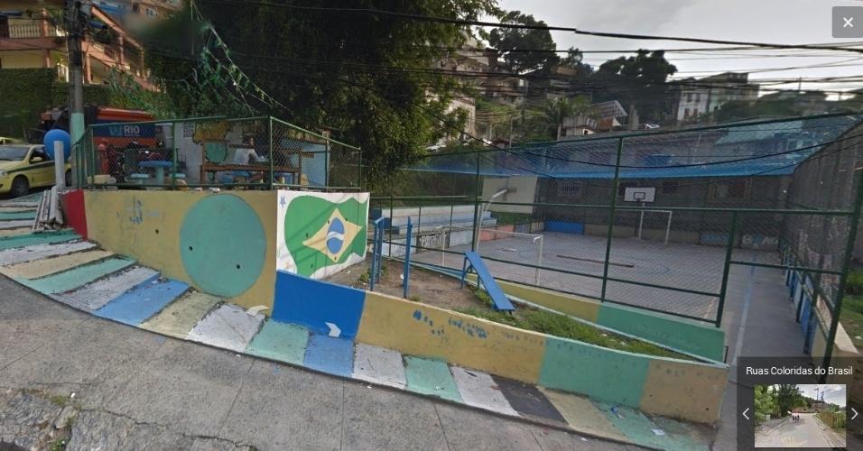Quadra e calçada decoradas na rua Pedro Américo, no Rio