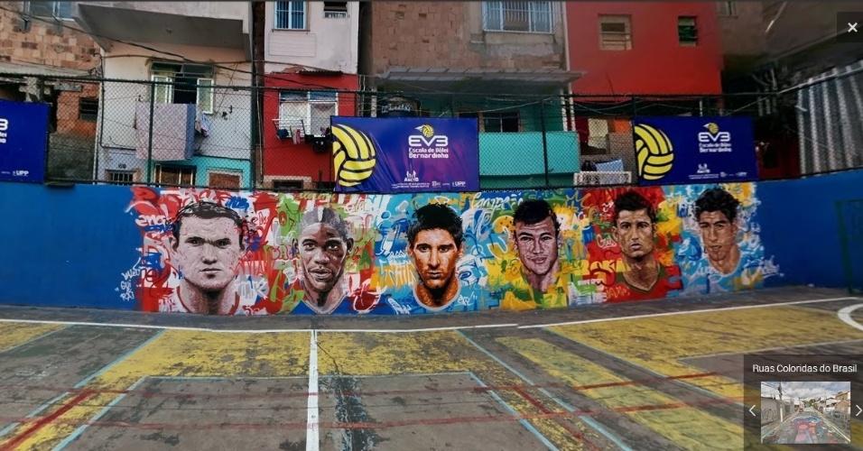 Rooney, Balotelli, Messi, Neymar, Cristiano Ronaldo e Suárez em muro na quadra da rua Tavares Bastos, no Rio