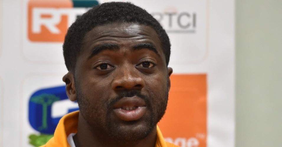 Kolo Touré dá entrevista coletiva em Águas de Lindoia, onde a seleção da Costa do Marfim se concentra para a Copa
