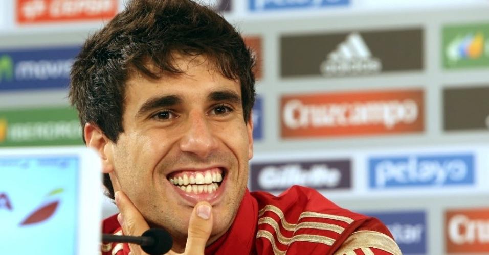 Javi Martinez fala com a imprensa durante coletiva da seleção da Espanha