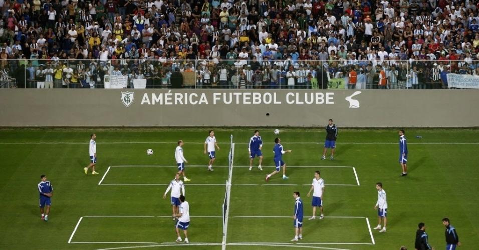 Jogadores da Argentina participam de atividade recreativa em treino aberto no estádio Independência