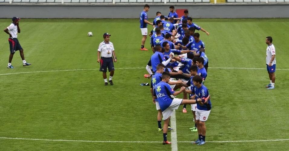 Jogadores da Costa Rica realizam treinamento na Vila Belmiro, em Santos