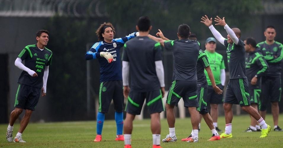 Seleção mexicana treina em Santos antes de viajar para Natal, para a estreia na Copa