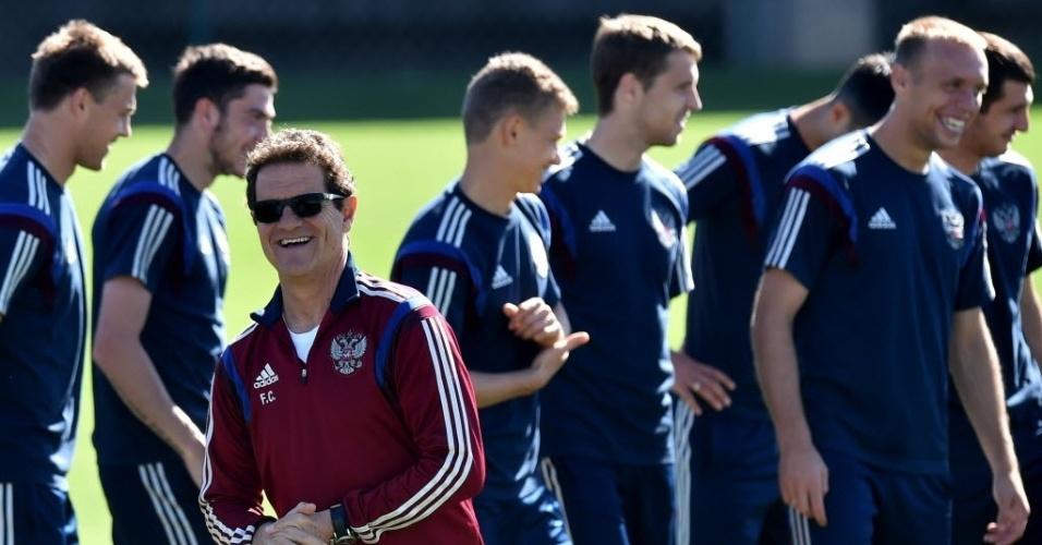 Técnico Fabio Capello sorri durante treinamento da seleção russa no estádio Novelli Júnior, em Itu