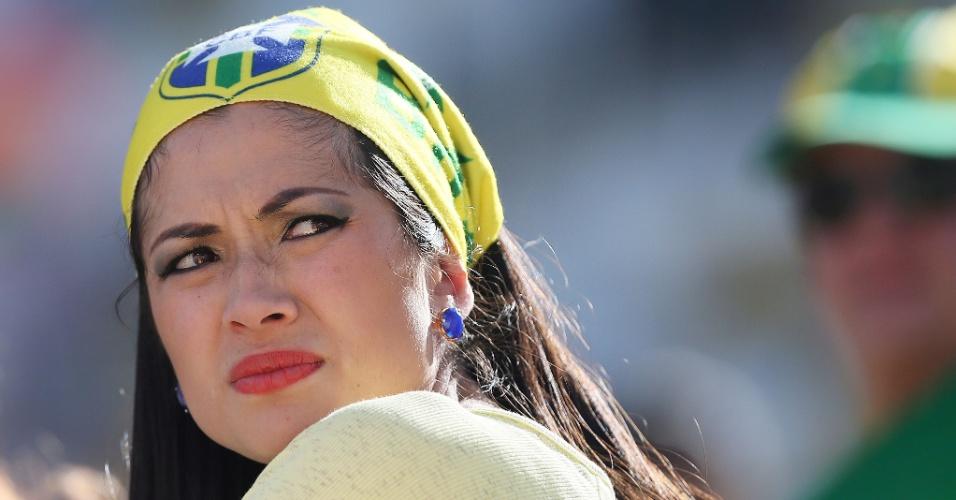 12.jun.2014 - Belas mulheres marcam presença no Itaquerão para a abertura da Copa do Mundo