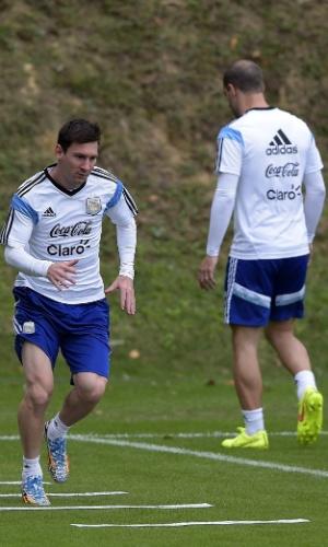 12.jun.2014 - Lionel Messi participa de treino fisíco com a seleção da Argentina na Cidade do Galo