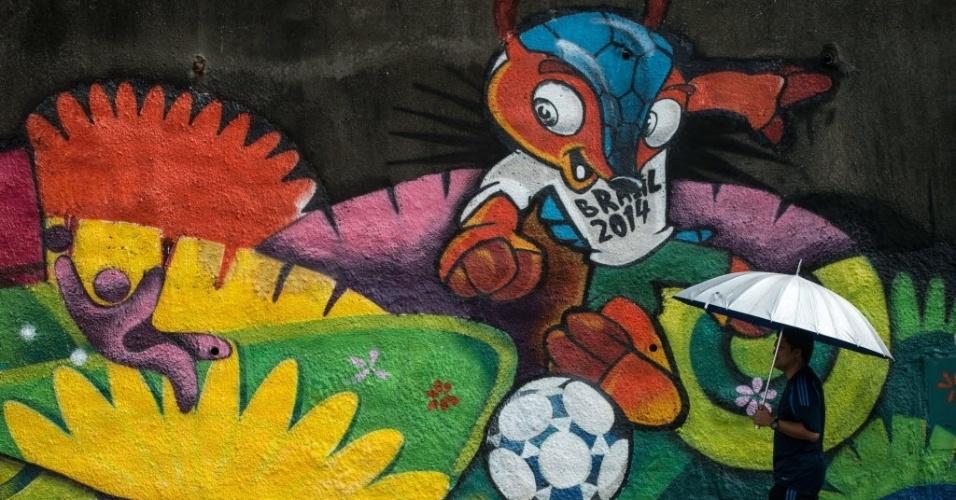 12.jun.2014 - Muro na Malásia ganha grafite do Fuleco e da Copa do Mundo no Brasil