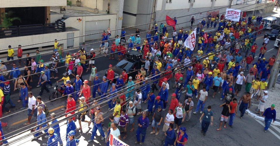 12.jun.2014 - Protesto contra a Copa em Fortaleza aconteceu de forma pacífica nesta quinta-feira