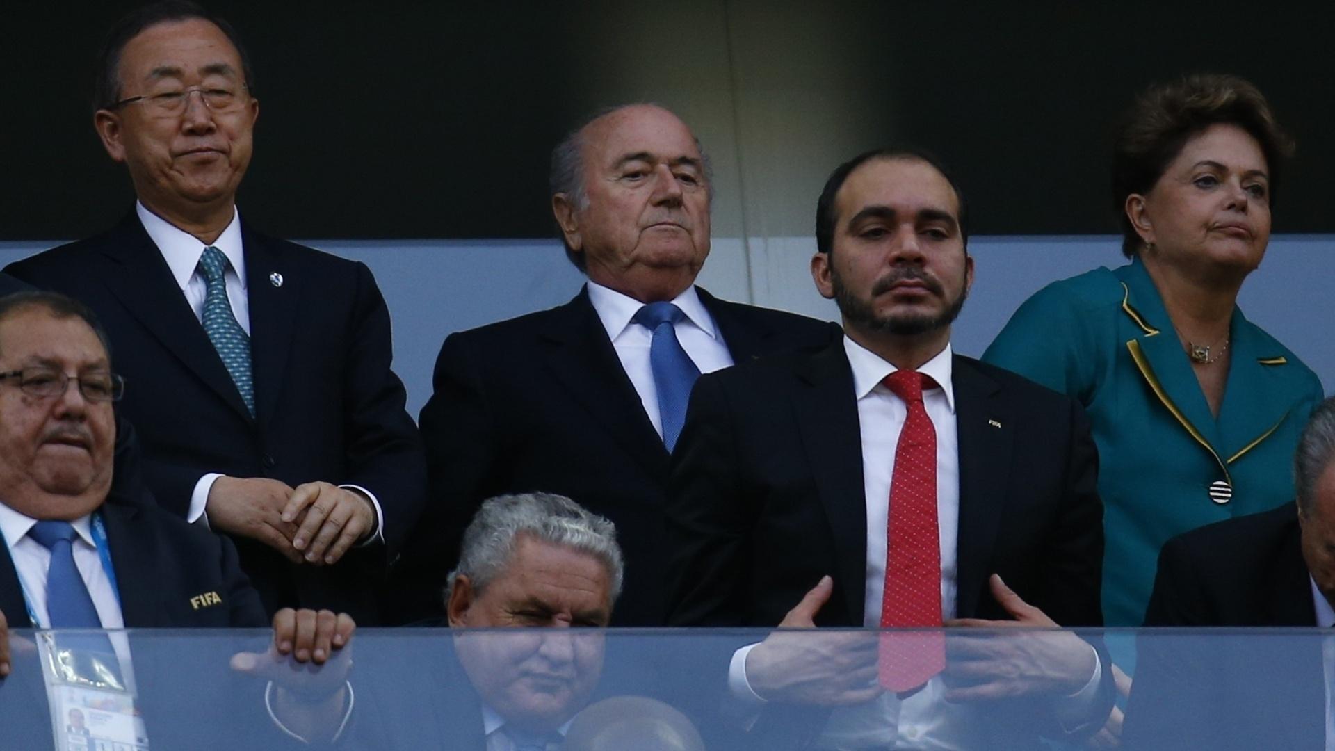 12.jun.2014 - Secretário-geral das Nações Unidas Ban Ki-moon, Joseph Blatter e Dilma Rouseff antes da partida entre Brasil e Croácia