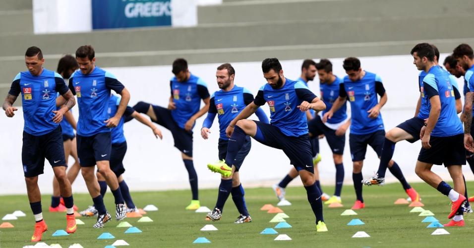 12.jun.2014 - Seleção da Grécia realiza treino físico em Aracaju