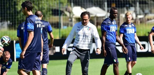 Técnico Cesare Prandelli comanda treino da Itália em Mangaratiba 741d114e6495b