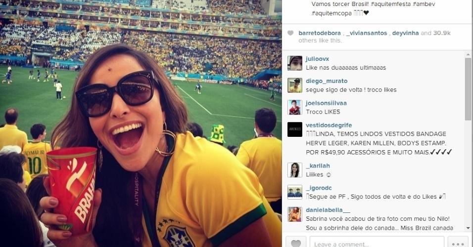 Apresentadora de TV Sabrina Sato posa para foto no Itaquerão