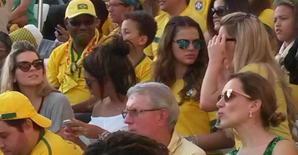 Bruna Marquezine foi ao Itaquerão para acompanhar o jogo de estreia da Copa do Mundo