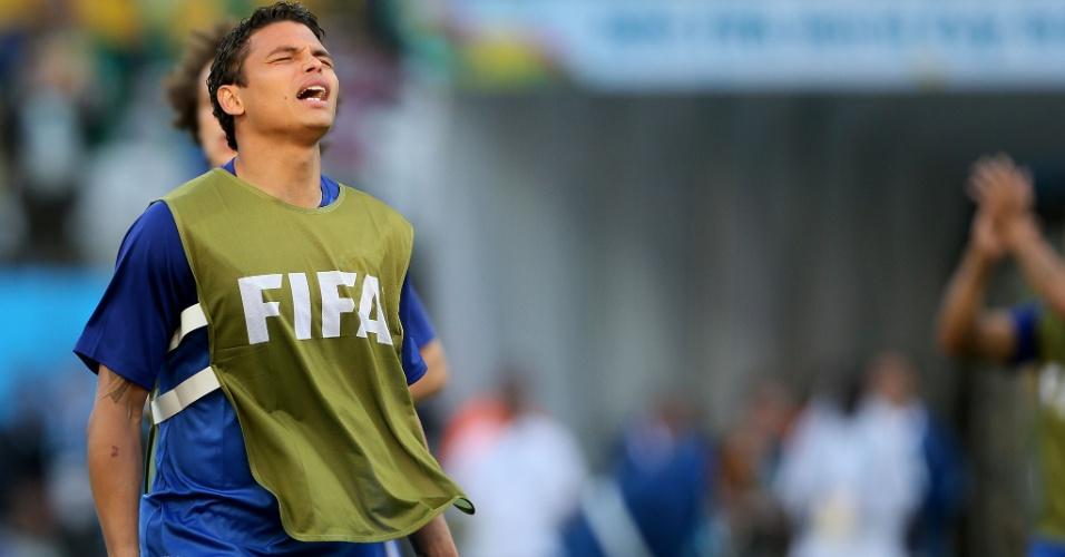 12.jun.2014 - Capitão do Brasil, Thiago Silva entra no gramado para aquecimento no Itaquerão