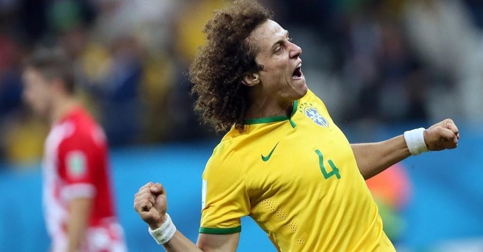12.jun.2014 - David Luiz não esconde a alegria após Brasil marcar contra a Croácia. A estreia na Copa foi com vitória, de virada, por 3 a 1