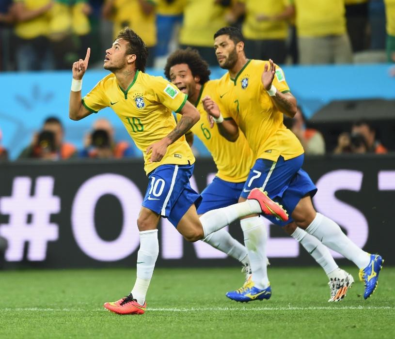 12.jun.2014 - Neymar comemora com Marcelo e Hulk após igualar o placar contra a Croácia, no Itaquerão