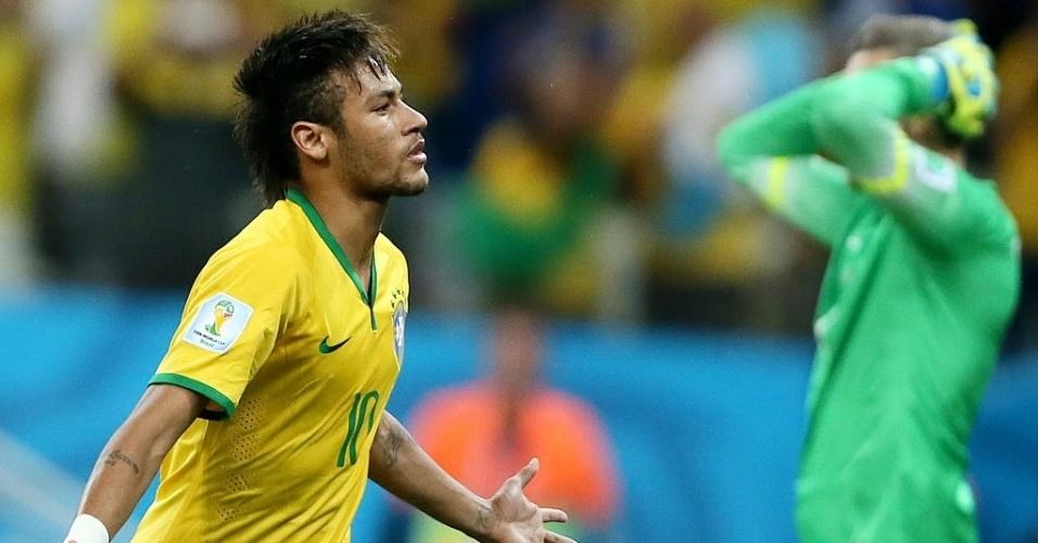 12.jun.2014 - Neymar comemora enquanto o goleiro Pletikosa lamenta na vitória brasileira por 3 a 1