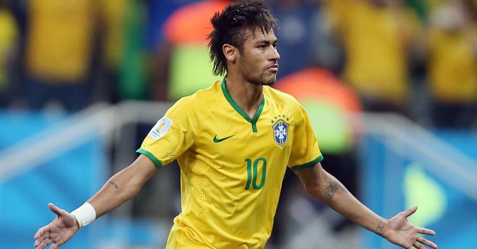 12.jun.2014 - Neymar marca seu segundo gol na partida e coloca o Brasil na frente da Croácia no Itaquerão