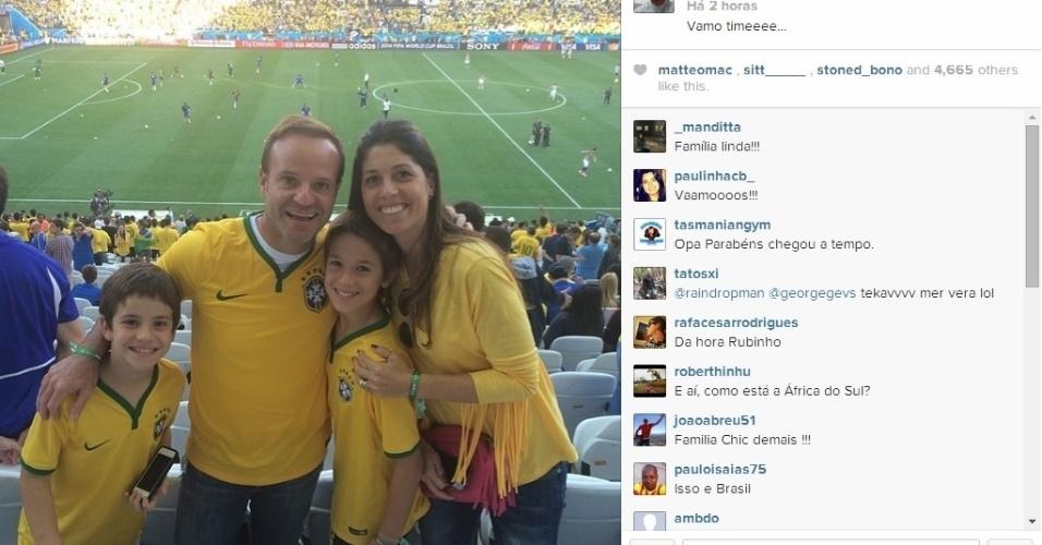 Rubinho Barrichello levou a família para ver o jogo de estreia da Copa do Mundo