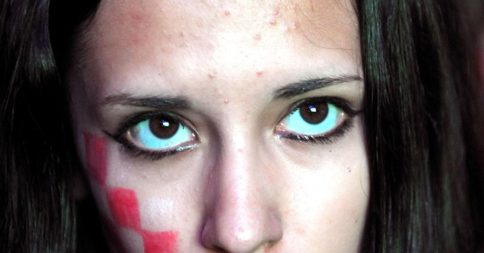 12.jun.2014 - Expressão de tristeza da torcedora croata não esconde sua beleza. Ela acompanhou a derrota dos europeus de Zagreb