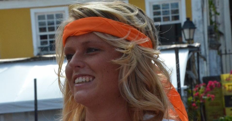13.jun.2014 - Bela torcedora da Holanda sorri antes da partida contra a Espanha, em Salvador, na estreia das seleções na Copa do Mundo