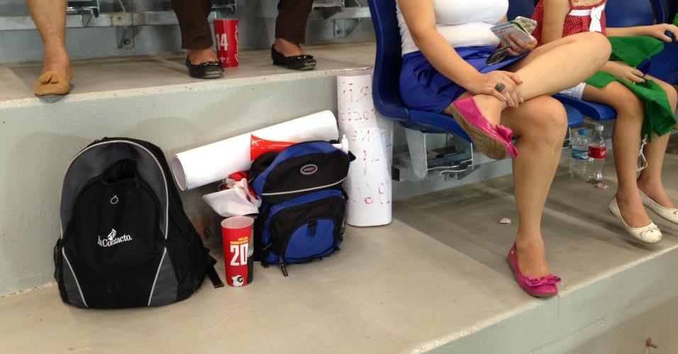 13.jun.2014 - Torcedores não encontram lugar na Arena Pantanal