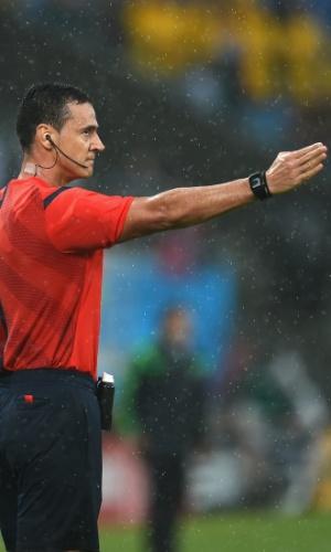 Árbitro Wilmar Roldan foi responsável por anular dois gols polêmicos do México no primeiro tempo