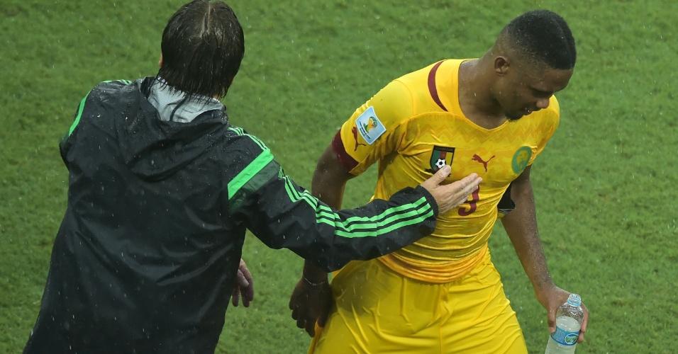 Eto'o fica cabisbaixo após derrota de Camarões para o México por 1 a 0