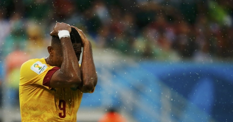 Eto'o se lamenta após perder grande chance para Camarões contra o México