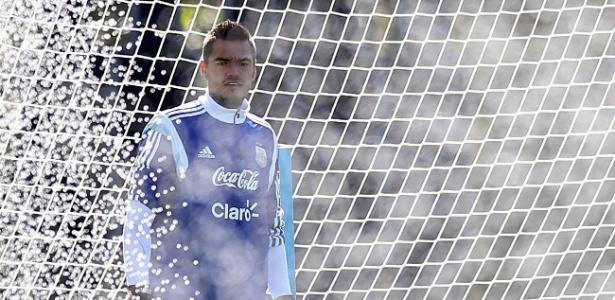 Romero é contestado pela torcida e imprensa argentina, mas tem apoio dos colegas de time