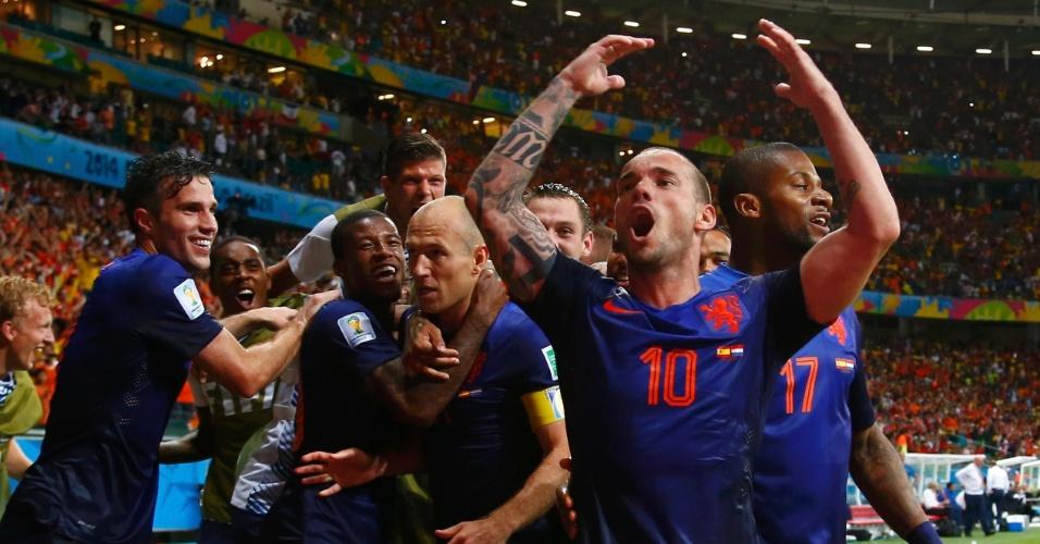 13.jun.2014 - Holandeses comemoram após marcar na goleada sobre a Espanha, por 5 a 1