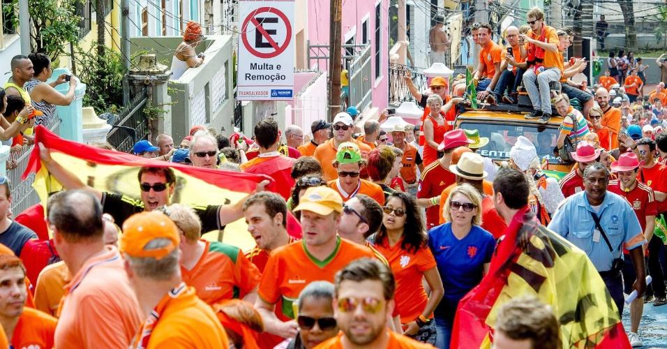 13.jun.2014 - Holandeses são maioria nas ruas de Salvador