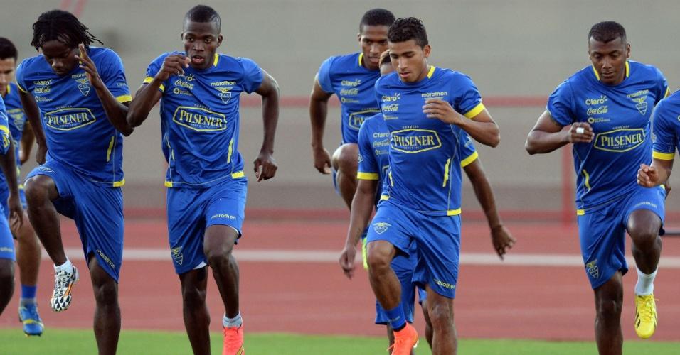 Jogador da seleção do Equador participam de treino físico em Brasília