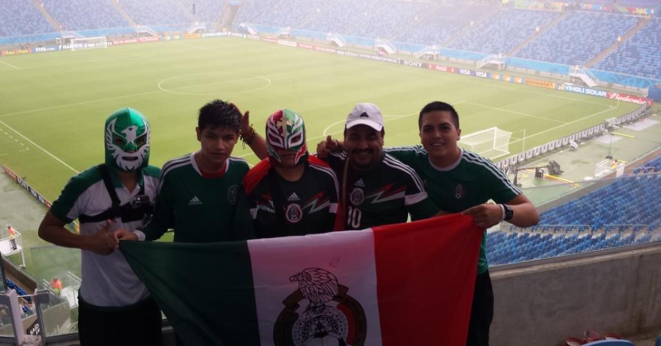 Mexicanos entram na Arena das Dunas para assistir ao jogo contra Camarões pela Copa do Mundo