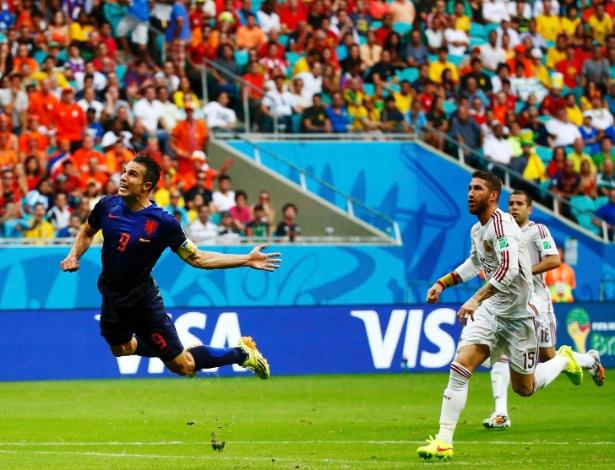 Holanda se vinga da derrota de 2010 e humilha Espanha com goleada de 5 a 1  - Copa do Mundo 2014 - BOL Notícias f97086f4b5027