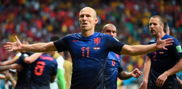 Robben comemora após marcar o segundo gol da Holanda e colocar a seleção na frente contra a Espanha
