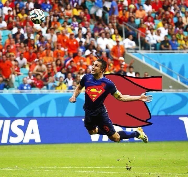 Robin virou até Superman para marcar o primeiro gol da Holanda