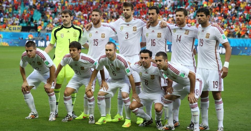 13.jun.2014 - Seleção espanhola posa para foto oficial antes da reedição da final da Copa de 2010, contra a Holanda