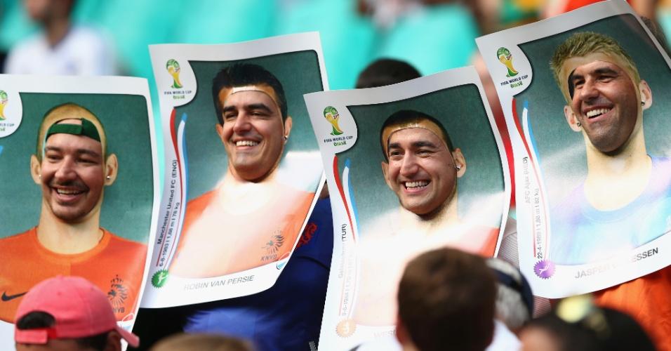 13.jun.2014 - Torcedores da Holanda vão à Fonte Nova fantasiados de figurinhas da Copa do Mundo