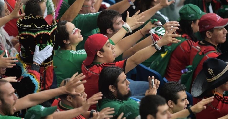 Torcedores do México reclamam de gol anulado contra Camarões