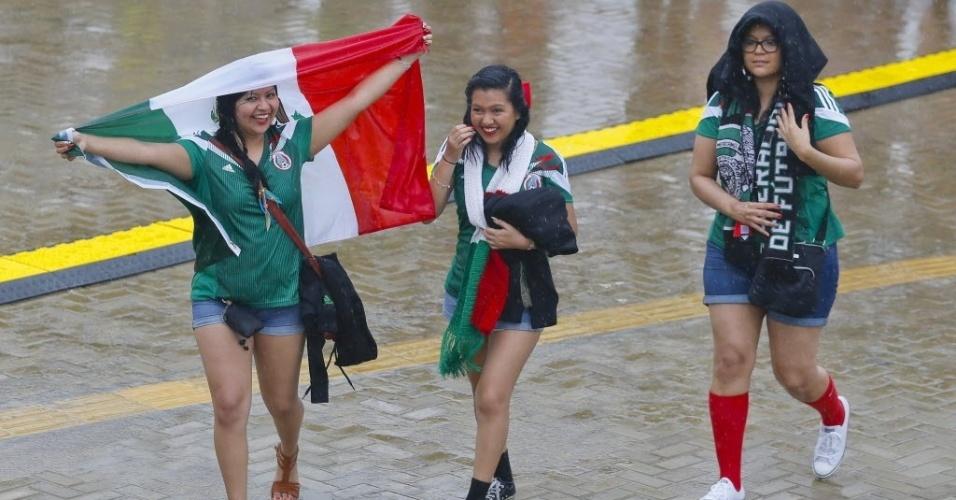 Torcedores mexicanos ignoram a chuva de Natal e chegam à Arena das Dunas para assistir à partida entre México e Camarões