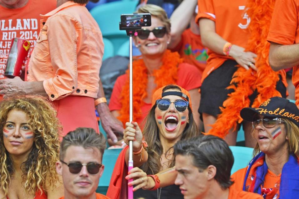 Yolanthe Sneijder, mulher do holandês Sneijder, vai à Fonte Nova e faz a festa na vitória sobre a Espanha por 5 a 1